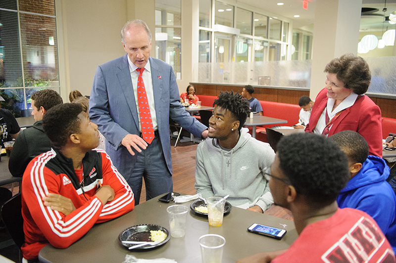 Dr. Bell Talks with a table of 4 students at the Late Night Breakfast